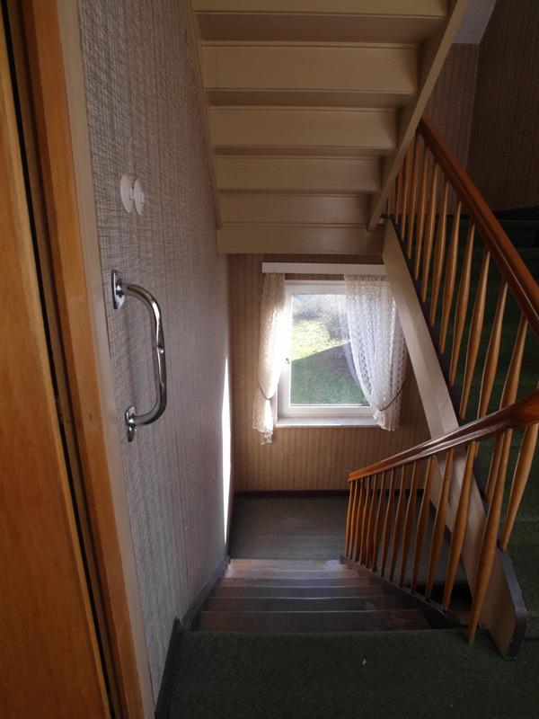 Blick ins Treppenhaus vom Treppensatz aus