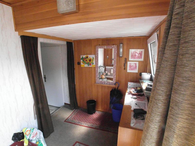 Eingangsbereich mit viel Gerümpel