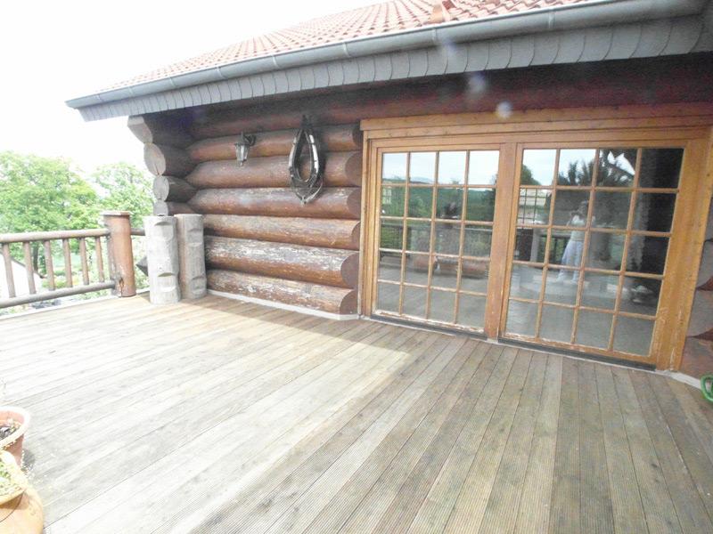Leerer Landhaus Balkon