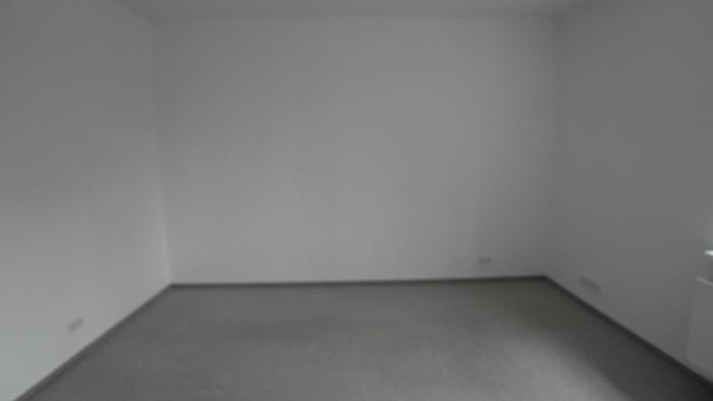Ein leeres, weißes Zimmer