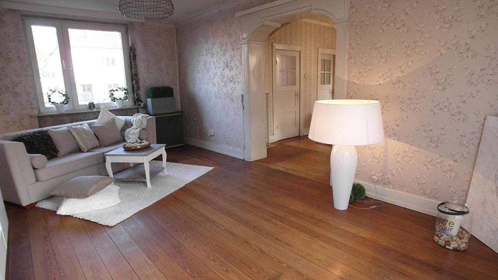 Royal altmodisches Wohnzimmer mit Echtholzboden