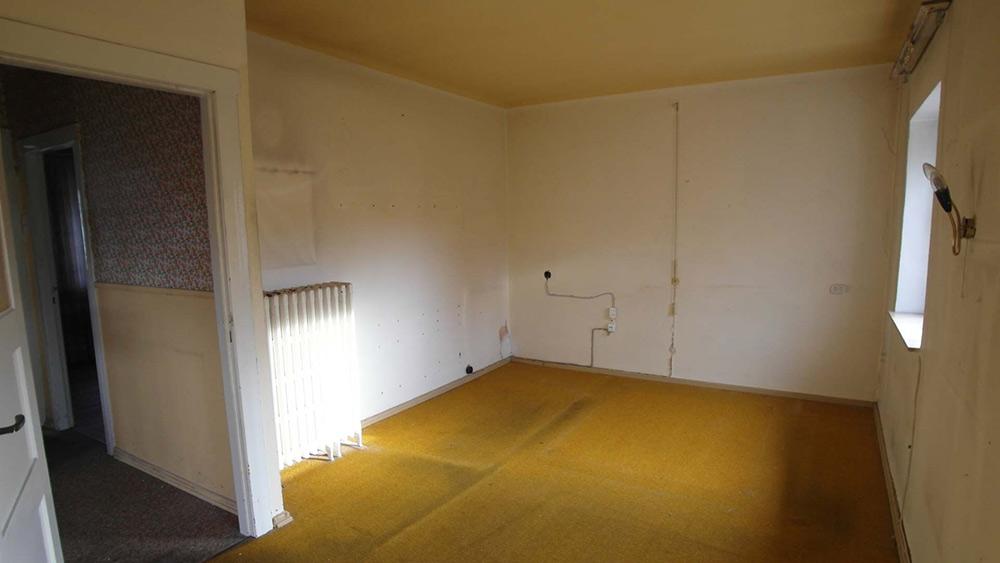 Leergeräumtes Schlafzimmer vor einer Renovierung