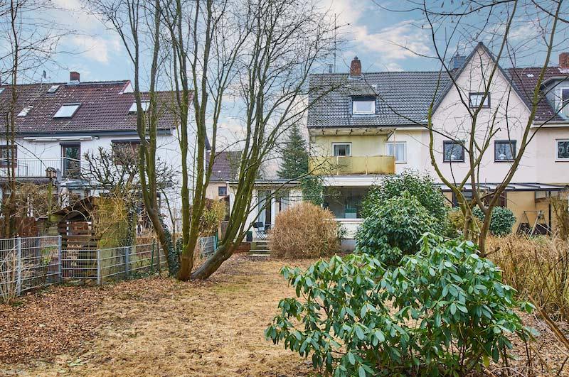 Gartenansicht auf ein Haus